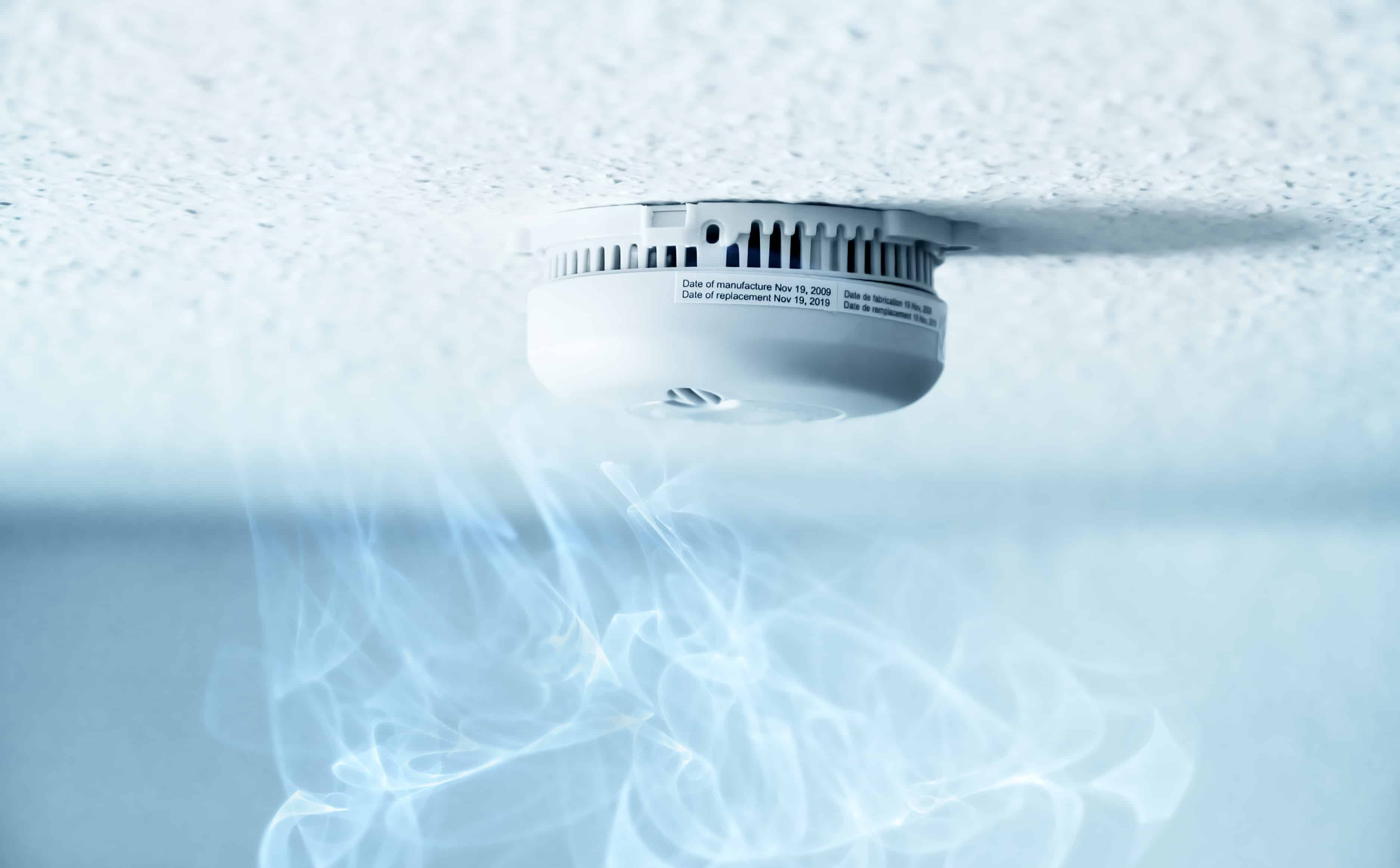 Smoke and CO Detectors: Battery Powered or Hardwired?